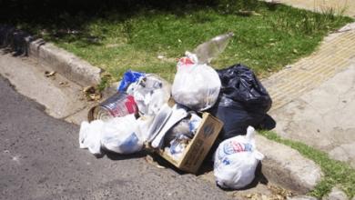 Por dejar su basura en la calle, hombre pagará multa de más de 8 mil pesos en Toluca