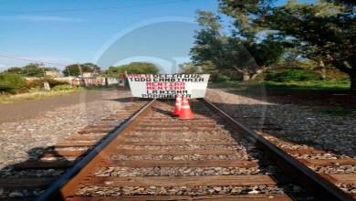 Normalistas bloquearon por 5 horas las vías del tren por falta de pago de beca federal