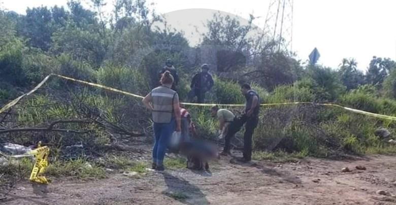 Mujer es encontrada muerta sobre la carretera