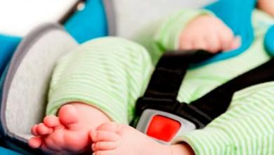 Bebé muere tras ser olvidado dentro de un auto