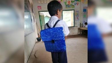 Viral: No tenía para comprarle mochila a su hijo; pasó toda la noche tejiéndole una