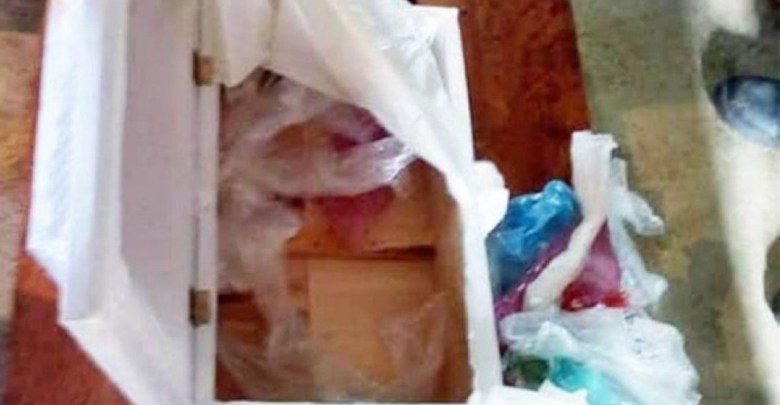 Bebé muere en hospital de Chiapas, y entregan a familiares ataúd con basura; destituyen a trabajadores