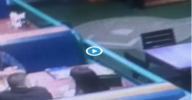 Video: Asesinan a hombre en restaurante de dos tiros en la cabeza