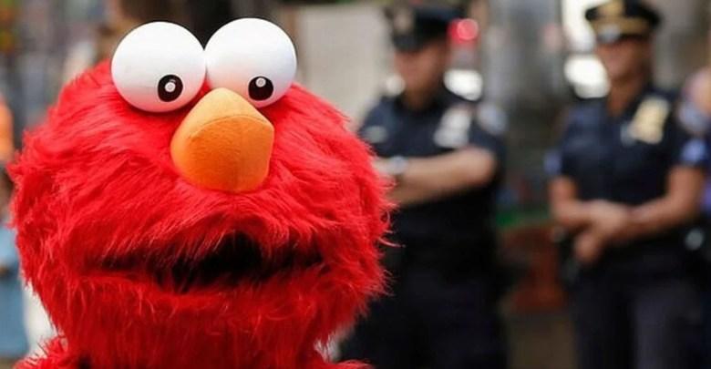 """Arrestan a """"Elmo"""" por manosear a menor de edad en Nueva York"""
