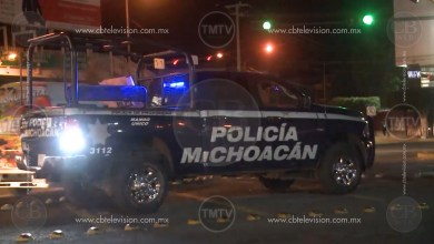 Civiles enfrentan a balazos con la policía en calles de Uruapan