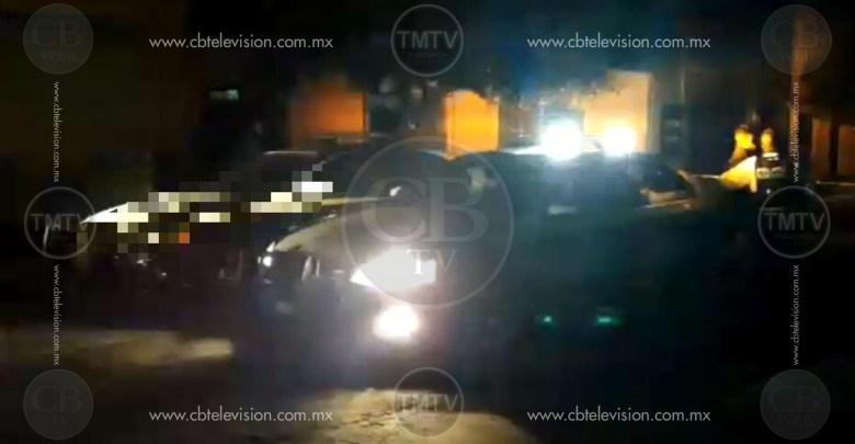 Policías hallan a un hombre amarrado en un auto al oriente de Morelia