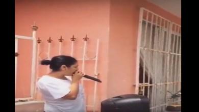 """Video: Mujer """"amenaza"""" a sus vecinos para que no arruinen su Fiesta Mexicana"""