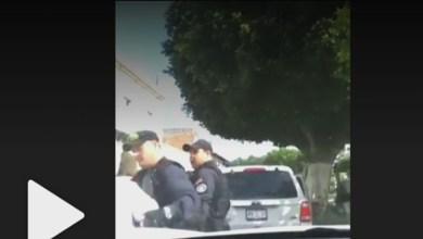 Video: Policías detienen a policía de tránsito por infraccionarlos
