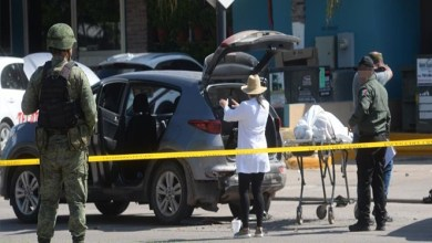 Photo of Video: Madre identifica el cuerpo de su hijo en plena balacera en Culiacán
