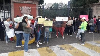 Photo of Grupo de familiares de estudiantes se manifiestan en Casa de Gobierno