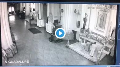 Photo of Video: Hombre apedrea vitrina de la Virgen de Guadalupe