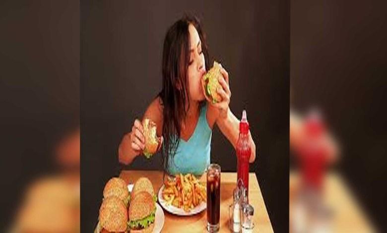 Estudio afirma que mujeres aceptan citas para comer gratis