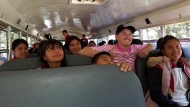 Photo of Estudiante de Estados Unidos dona autobús y útiles escolares a escuela en Michoacán