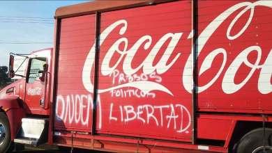 Photo of Normalistas de Tiripetío saquean camiones de refrescos