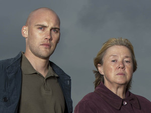 broadchurch-joe-sims-as-nige-carter-pauline-quirke-as-susan-wright