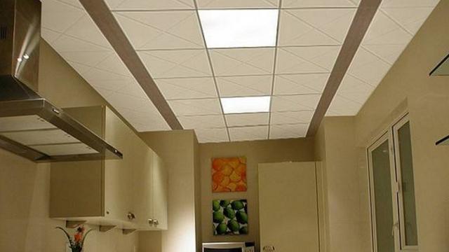 kitchen ceiling fixtures wheeled island 别再为厨房的吊顶纠结了 80 的过来人都选择了集成吊顶 阿里头条 厨房用集成吊顶好不好