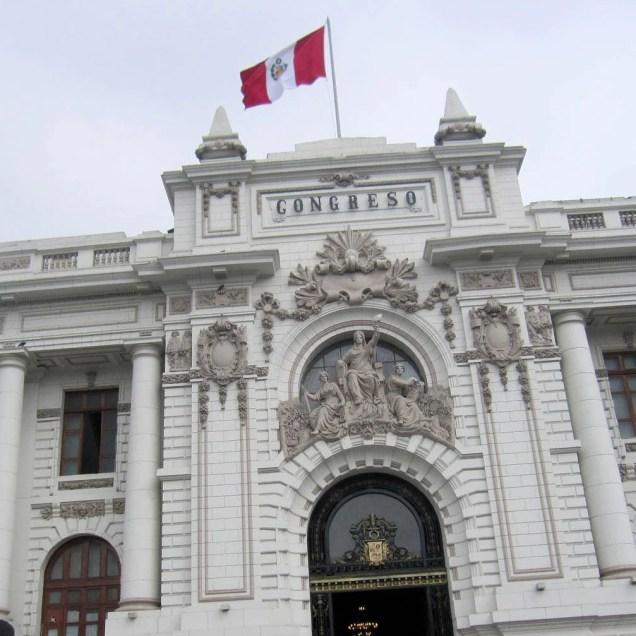 Lima.Congreso.Flagge.br
