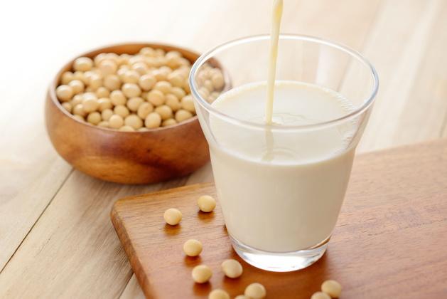 早餐喝豆漿能減重?PK黑、鹹豆漿。營養師:熱量最高是「這個」!│TVBS新聞網