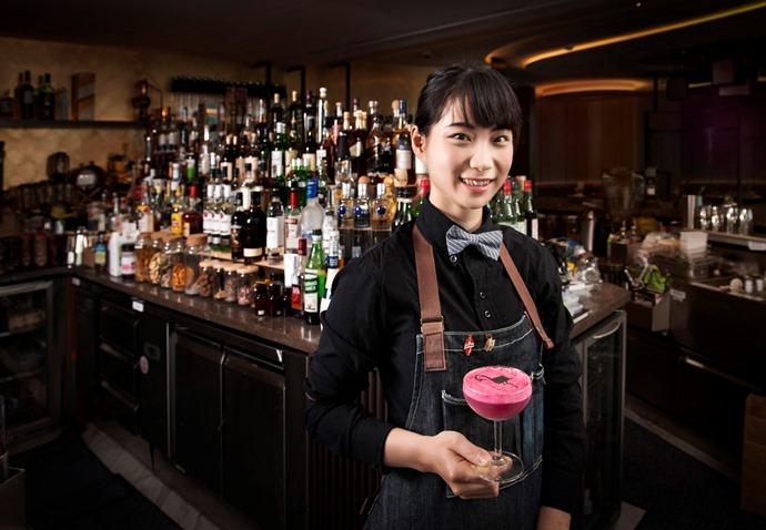 女調酒師好帥氣-少女調酒師Rita的奇幻童話!   食尚玩家