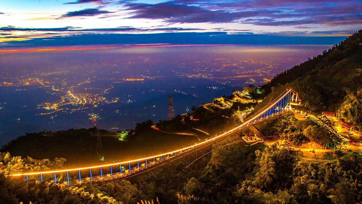 只有5天賞無敵夜景!海拔最高「太平雲梯夜間登橋」終於試營運   食尚玩家
