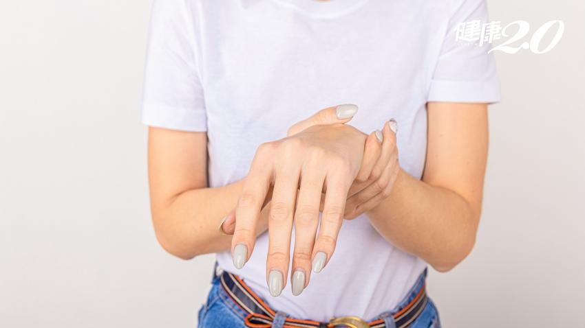 一覺醒來手「不舉」是中風了?橈神經損傷常與這些生活習慣有關|健康2.0