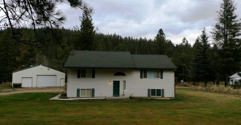 GREAT FAMILY HOME ON 3/4 ACRE LOT WITH 30x40 SHOP.