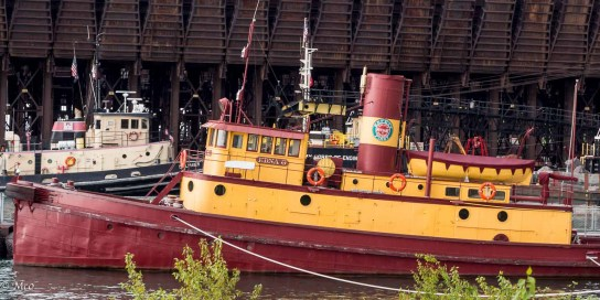 Tug Edna G at Two Harbors