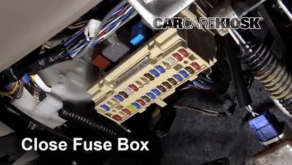 2005 toyota sienna fuse diagram 2007 kawasaki mule 3010 wiring ubicación de caja fusibles interior en 2004-2010 - xle 3.3l v6