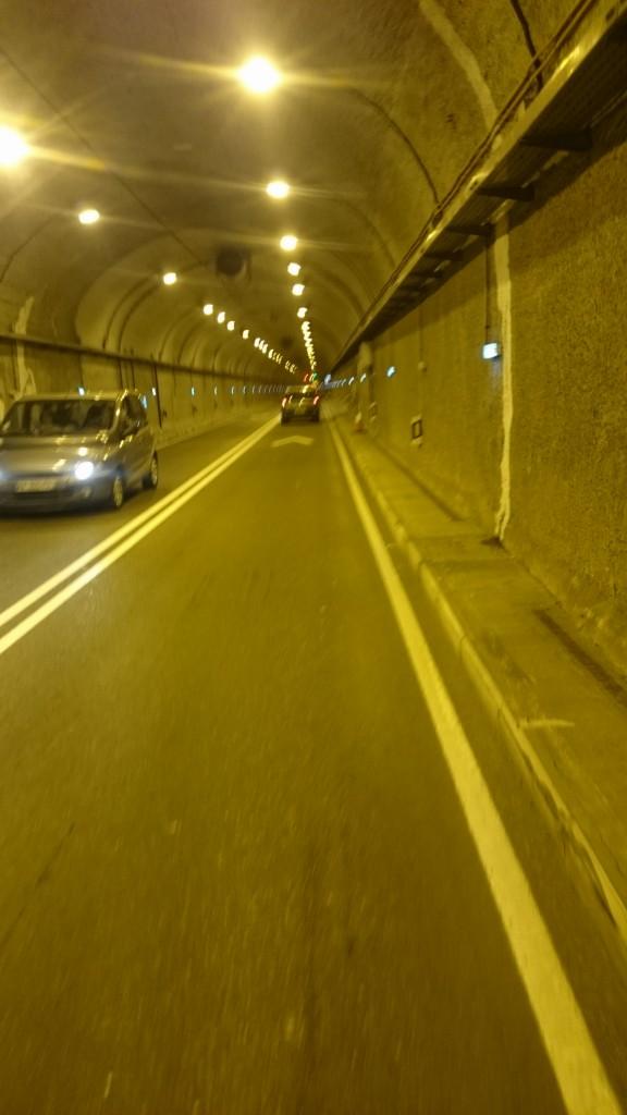 En el túnel que espara Francia de España.