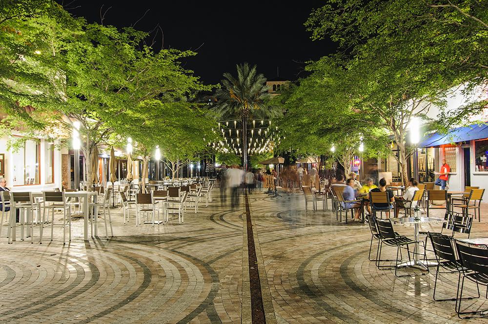 Coral Gables Giralda Avenue at night