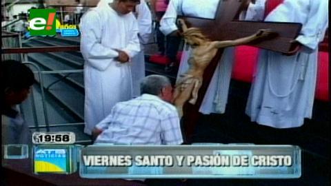 Católicos cruceños revivieron la pasión y muerte de Jesucristo