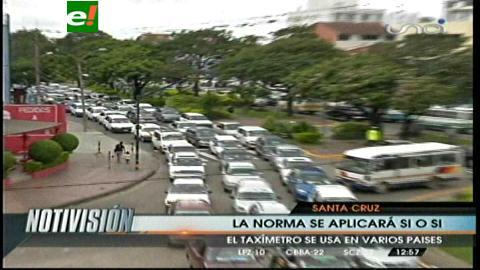 Taxistas se movilizaron en contra del taxímetro, piden la renuncia del Concejal Quiroz