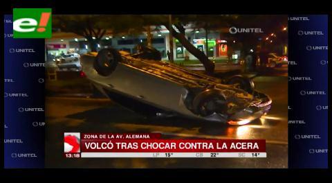 Automóvil volcó por exceso de velocidad
