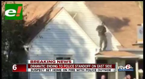 Quemó casa de su ex y celebró bailando en el techo