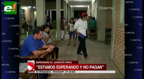 Padres y escolares se quejan por atrasos en el pago del Bono Juancito Pinto