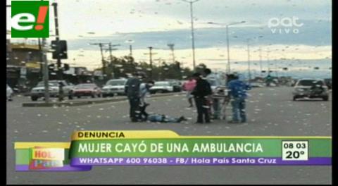 Mujer embarazada cayó de una ambulancia en plena vía pública