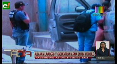 Allanan lavadero y encuentran arma en un vehículo