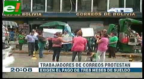 Trabajadores de Correos protestan por falta de pago
