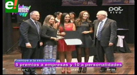 """Distinción con el """"Premio a la Excelencia"""" a personalidades y empresas del país"""