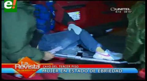 Mujer cae del tercer piso en aparente estado de ebriedad