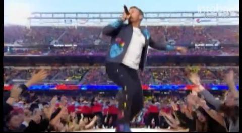 Así actuó Coldplay en el medio tiempo del Super Bowl 50