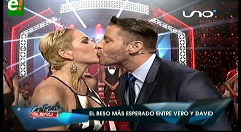 Verónica Larrieu y David Dionich: El beso más esperado de la Tv boliviana