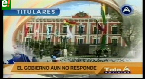 Titulares de TV: Discapacitados bloquearon el centro paceño,exigen que el presidente los reciba