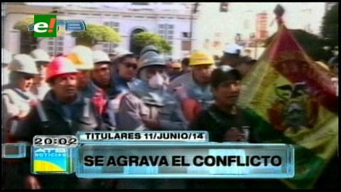 Titulares: Transporte pesado bloquean las carreteras que unen Chuquisaca con el resto del país