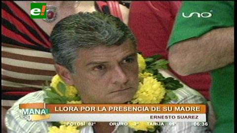 Ernesto Suárez llora por la presencia de su madre en la proclamación