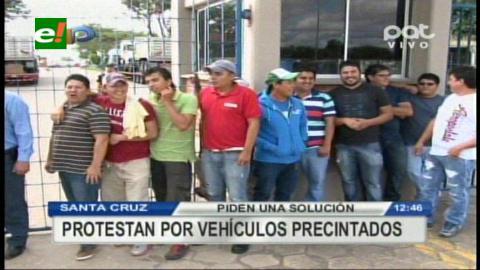 Santa Cruz: Importadores de vehículos bloquean Zona Franca