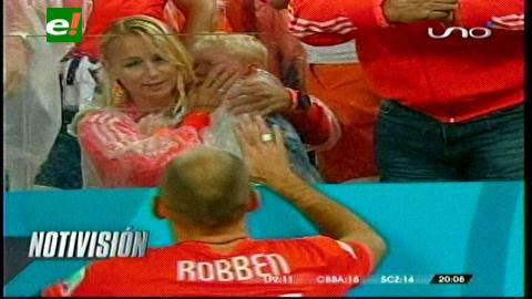 Robben consoló a su hijo tras la derrota de Holanda