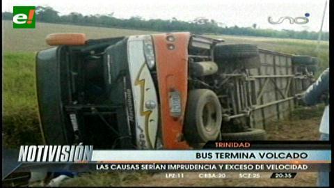 Accidente de bus en ruta Trinidad- Santa Cruz deja un muerto