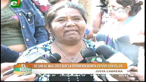 La indígena Justa Cabrera fue reprimida por el gobierno y ahora hace campaña por Evo