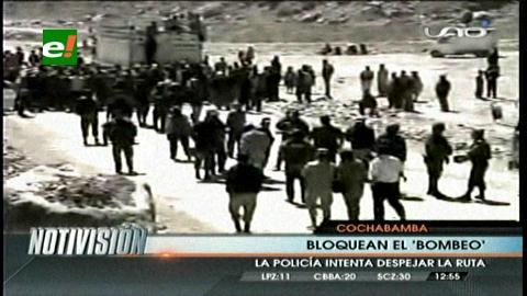 Policía desbloquea la ruta Cochabamba-Oruro y reportan duros enfrentamientos